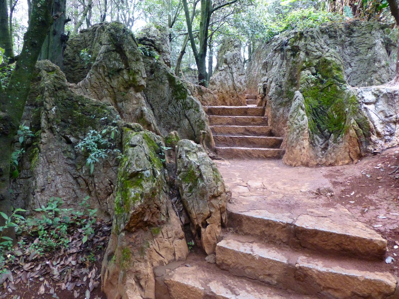 Many of the Xishan's paths are well-crafted stone steps